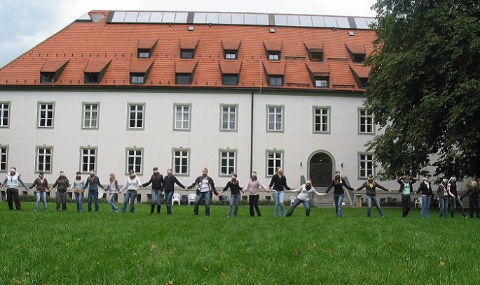 http://www.jugendbildungsstaetten.de/wp-content/uploads/2014/11/Startslide_AZ.jpg
