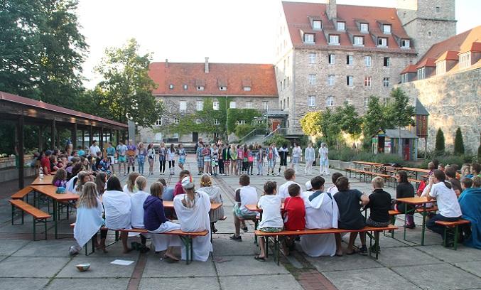 http://www.jugendbildungsstaetten.de/wp-content/uploads/2014/11/Startslide_Feuerstein1.jpg